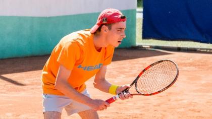 Ostrów Mazowiecka - Sylwester Puchalski zwyciężył na otwarcie tenisowego sezonu