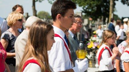 Ostrów Mazowiecka - Przy symbolicznej mogile Sybiraków na cmentarzu parafialnym