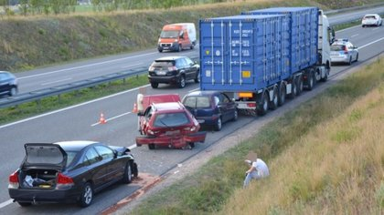 Ostrów Mazowiecka - Do zderzenia trzech samochodów osobowych i jednego ciężarowe