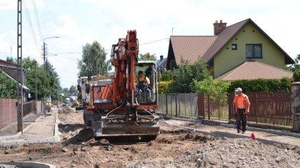 Ostrów Mazowiecka - Dwie inwestycje drogowe są obecnie prowadzone w Broku. Przeb
