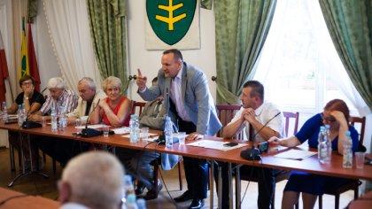 Ostrów Mazowiecka - Po raz kolejny w miejskim ratuszu spotkali się radni by deba