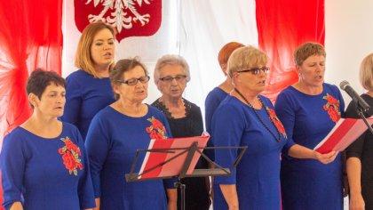 Ostrów Mazowiecka - Pieśni patriotyczne rozbrzmiały w Zarębach Kościelnych. Loka