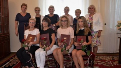 Ostrów Mazowiecka - W małkińskim urzędzie gminy wójt Bożena Kordek wręczyła akty