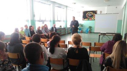 Ostrów Mazowiecka - Ostrowscy policjanci wraz z rozpoczęciem roku szkolnego odwi