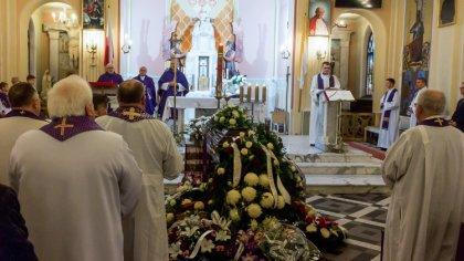 Ostrów Mazowiecka - Dziś w Komorowie odbyła się uroczysta msza żałobna byłego pr