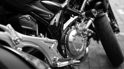 Ostrów Mazowiecka - Policjanci prowadzili wczoraj pościg za kierowcą motocykla,