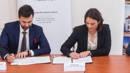 Ostrów Mazowiecka - Dziś w sali konferencyjnej ratusza miejskiego podpisano umow
