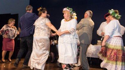 Ostrów Mazowiecka - Różne pokolenia świętowały w sali widowiskowo-kinowej Miejsk