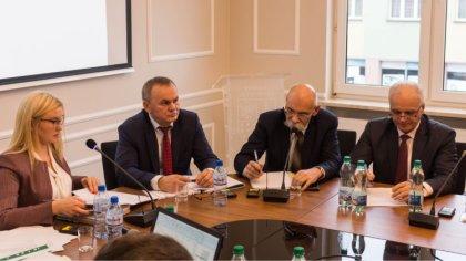Ostrów Mazowiecka - Podczas wczorajszej sesji rady powiatu powołano składy stały