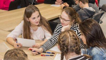 Ostrów Mazowiecka - Młodzież szkolna wzięła udział w pierwszej lekcji historii w