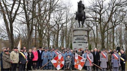 Ostrów Mazowiecka - Przy pomniku marszałka w Komorowie odbyła się główna uroczys