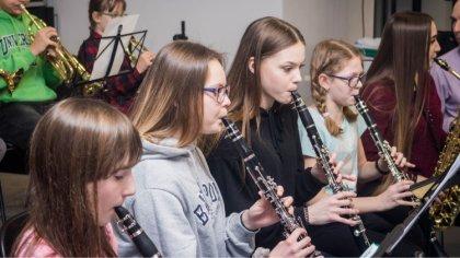 Ostrów Mazowiecka - Ostrowska młodzieżowa orkiestra dęta ponownie funkcjonuje. M