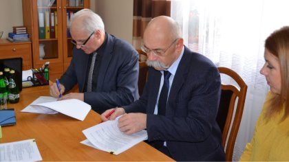 Ostrów Mazowiecka - Władze powiatu ostrowskiego zawarły umowę na przebudowę i ro
