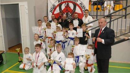 Ostrów Mazowiecka - Z trzydziestoma dwoma medalami wrócili zawodnicy Klubu Karat