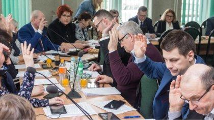 Ostrów Mazowiecka - Trzynastu radnych obradowało na piątkowej sesji rady gminy O