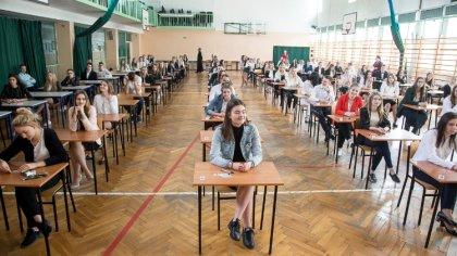 Ostrów Mazowiecka - Tegoroczni maturzyści mogą poznać wyniki swojego egzaminu do
