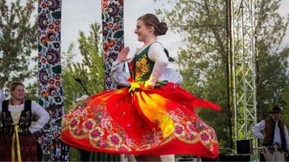 Ostrów Mazowiecka - Korowodem kultur sprzed ratusza miejskiego rozpoczęła się dr