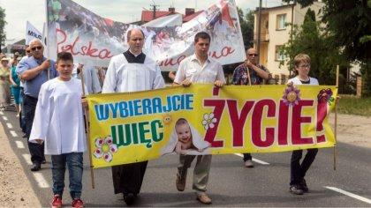 Ostrów Mazowiecka - Wielu mieszkańców Ostrowi Mazowieckiej przeszło ulicami mias