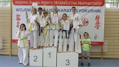 Ostrów Mazowiecka - Siedmiu zawodników Ostrowskiego Klubu Karate Kyokushinkai wz