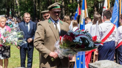 Ostrów Mazowiecka - Na placu przy pomniku w Nagoszewie odprawiono uroczystą mszę