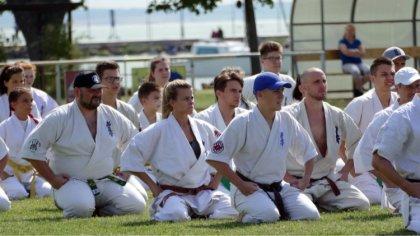 Ostrów Mazowiecka - Grupa zawodników Klubu Karate Kyokushin Ronin z Bogut-Pianek