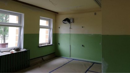 Ostrów Mazowiecka - Gmina Andrzejewo przeprowadza remonty w budynkach szkół pods