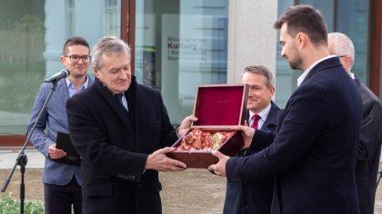 Ostrów Mazowiecka - Prace związane z budową pierwszego muzeum w Polsce rotmistrz
