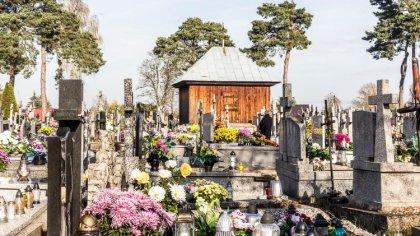 Ostrów Mazowiecka - Z aparatem odwiedziliśmy dziś ostrowski cmentarz, mimo niepo
