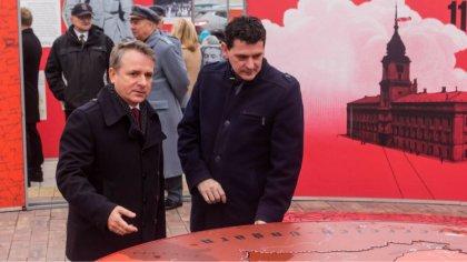 Ostrów Mazowiecka - Na placu przed budynkiem ostrowskiej elektrowni odbyło się o