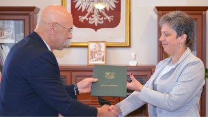 Ostrów Mazowiecka - Władze powiatu ostrowskiego zawarły umowę z Przedsiębiorstwe
