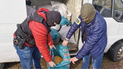 Ostrów Mazowiecka - 660 kilogramów tytoniu w 41 workach ujawnili funkcjonariusze
