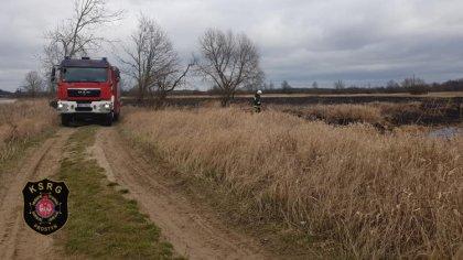 Ostrów Mazowiecka - Dwa zastępy OSP Prostyń brały udział w gaszeniu pożaru traw