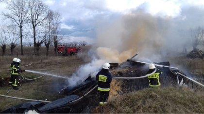 Ostrów Mazowiecka - Dwa zastępy strażaków gasiły pożar w miejscowości Godlewo-Ba