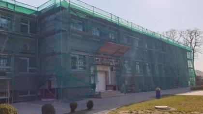 Ostrów Mazowiecka - Budynek Szkoły Podstawowej nr 4 w Ostrowi Mazowieckiej podda