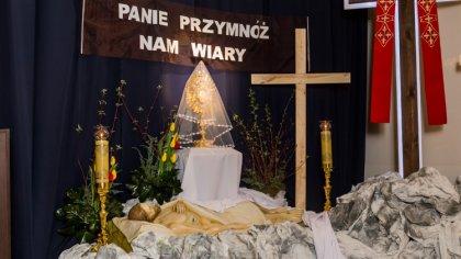 Ostrów Mazowiecka - Na zakończenie liturgii Wielkiego Piątku i drogi krzyżowej,