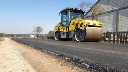 Ostrów Mazowiecka - W miejscowości Tymianki-Skóry trwa budowa drogi gminnej prow