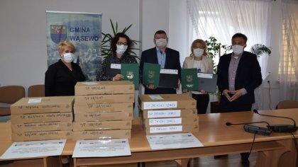 Ostrów Mazowiecka - Gmina Wąsewo zakupiła 14 laptopów wraz z oprogramowaniem dl
