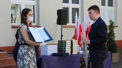 Ostrów Mazowiecka - Uczniowie klas ósmych pożegnali mury Szkoły Podstawowej nr 1