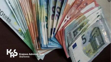 Ostrów Mazowiecka - Osoby, które wwożą lub wywożą środki pieniężne o wartości 10