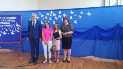 Ostrów Mazowiecka - Najzdolniejsze uczennice otrzymały stypendia za wysokie wyni