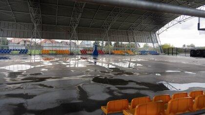 Ostrów Mazowiecka - Sportowy obiekt przy ulicy Warchalskiego stopniowo transform