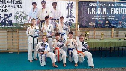 Ostrów Mazowiecka - Młodzi zawodnicy Ostrowskiego Klubu Karate Kyoukushinkay wzi