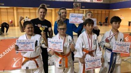 Ostrów Mazowiecka - Młodzicy i kadeci z Ostrowskiego Klubu Karate Kyokushinkai w