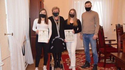 Ostrów Mazowiecka - Zofia Perzan i Oliwia Staniaszek z gminy Małkinia Górna odni