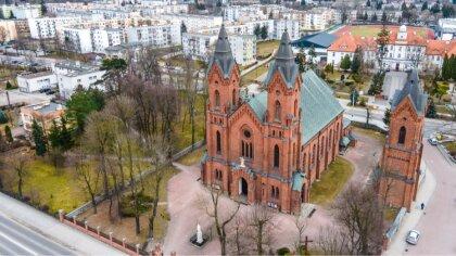 Ostrów Mazowiecka - W Wielką Sobotę przed Wielkanocą katoliccy wierni odwiedzają