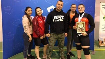 Ostrów Mazowiecka - Znakomity start dziewcząt podczas Mistrzostw Polski do lat 2