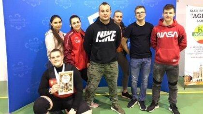 Ostrów Mazowiecka - Dwóch zawodników UOLKA Ostrów Mazowiecka walczyło na pomości