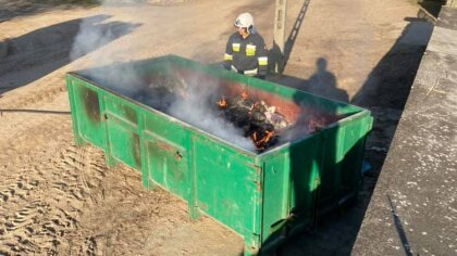 Ostrów Mazowiecka - Do kolejnego podpalenia przycmentarnego śmietnika doszło na