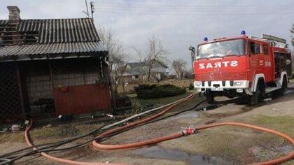 Ostrów Mazowiecka - Jednorodzinny dom w całości objął się pożarem w miejscowości