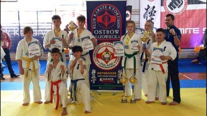 Ostrów Mazowiecka - Tydzień po tygodni zawodnicy Ostrowskiego Klubu Karate Kyoku